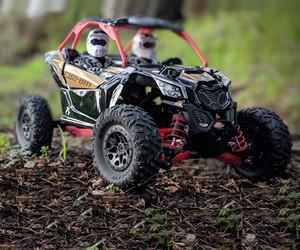 1:18 Axial Jr. Can-Am Yeti Maverick X3 RC Rock Racer review