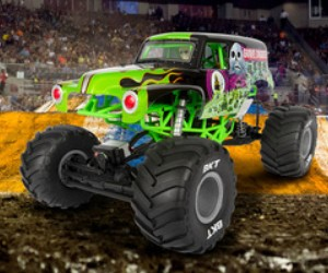 1:10 Axial SMT10 Grave Digger RC Monster Truck review