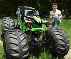 1:6 Monster Jam, Official Mega Grave Digger RC Monster Truck review