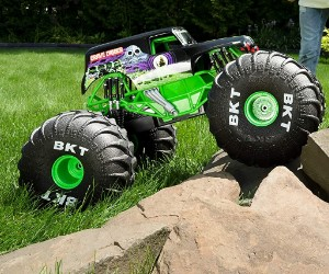 1:6 Monster Jam, Official Mega Grave Digger RC Truck review